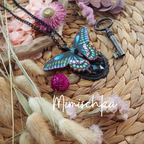 Collier papillon en bois cristaux noirs