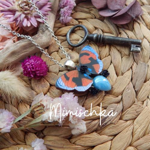 Collier papillon en bois