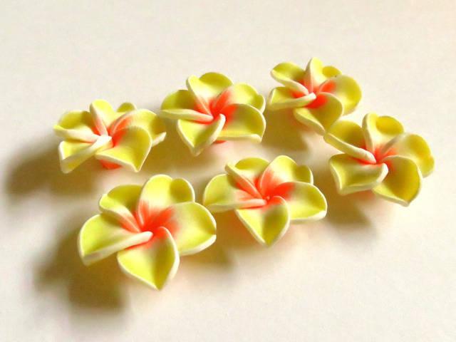 * Lot de 6 Perles Fleurs de Monoï en pâte Polymère 20mm Jaune Orange *