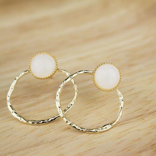 Boucles d'oreilles dorées et pierre d'agate blanche