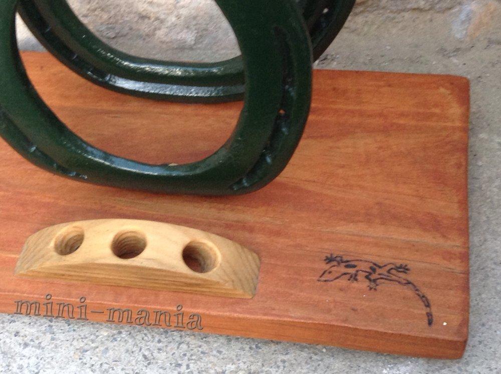 Range-courrier motif salamandre.