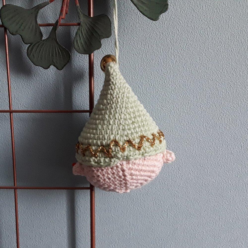 Un lutin de Noël au crochet, decoration de Noël