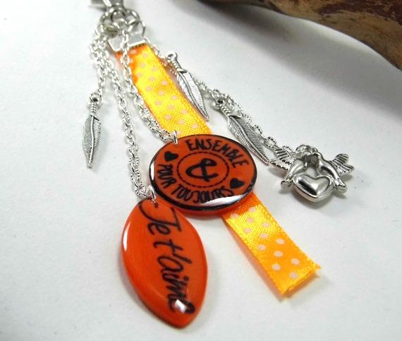 """bijoux de sac orange """"je t'aime"""" et """"ensemble pour toujours"""" en pâte polymère"""