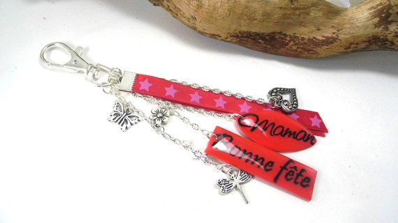 """bijoux de sac rouge, """"bonne fête"""" et """"maman"""" en pâte polymère"""