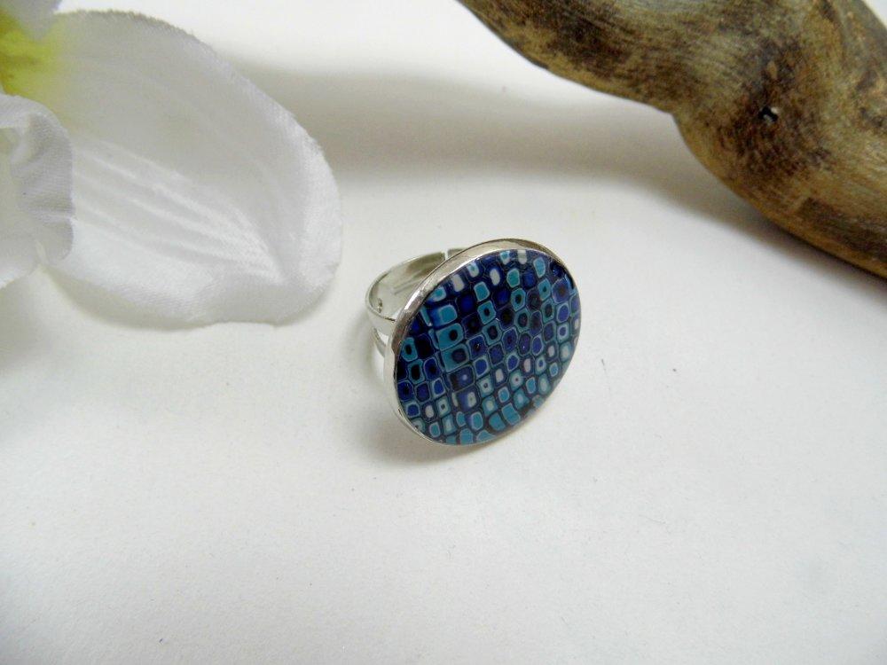bague ronde, mosaïque de bleu et de blanc en pâte polymère