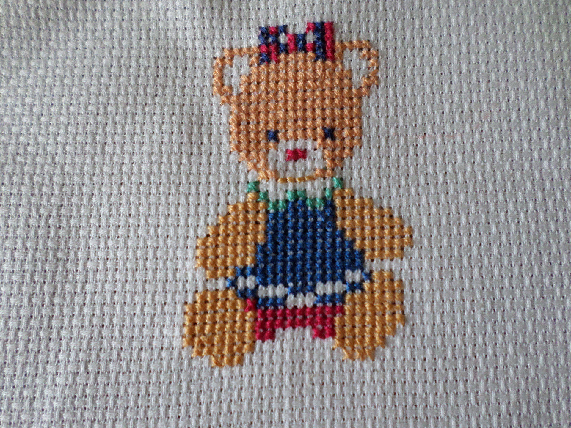 broderie au point de croix un ours fille