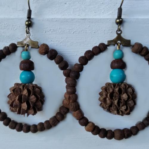Boucles d'oreilles anneaux en bois et graines