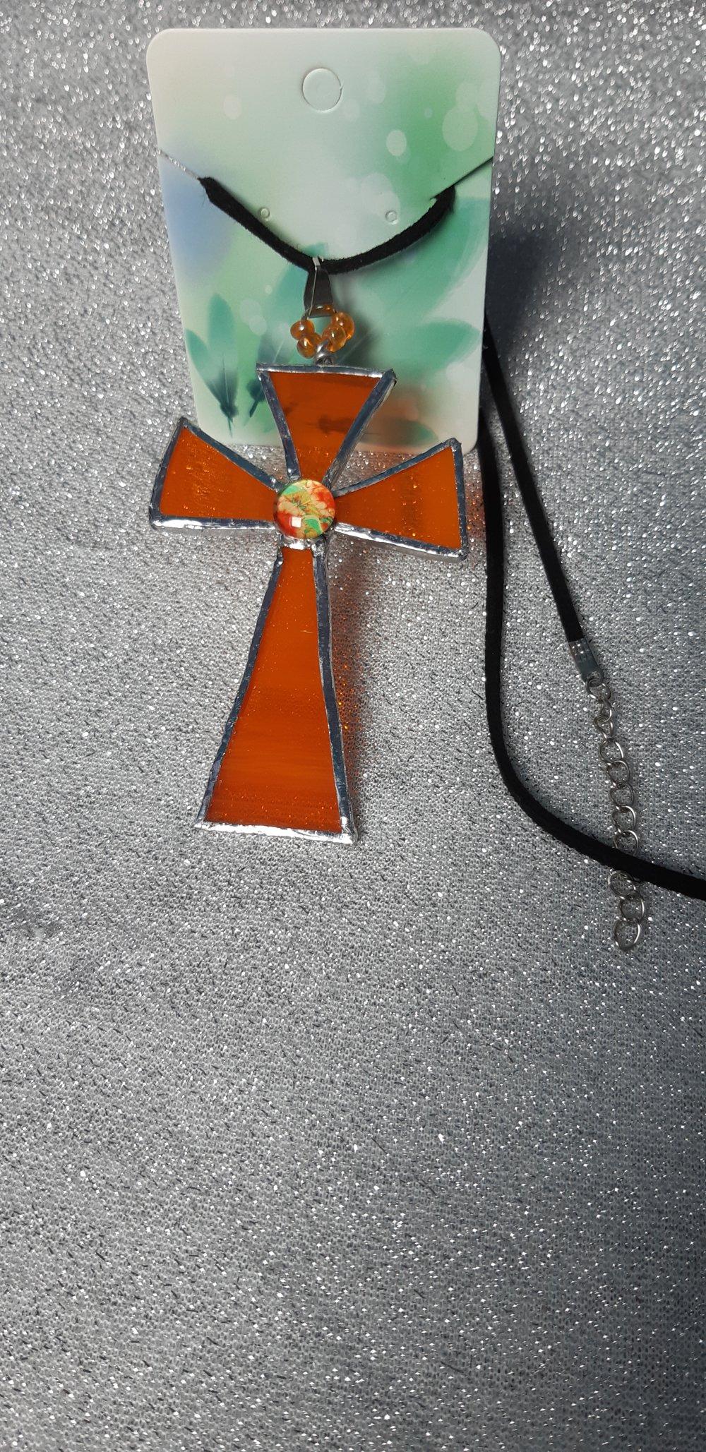 Croix en vitrail orange
