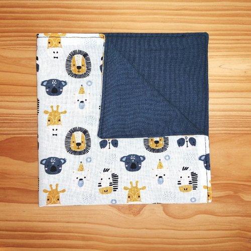 Serviette de table enfant doublée en tissu oeko-tex, fond bleu ciel et animaux sauvages