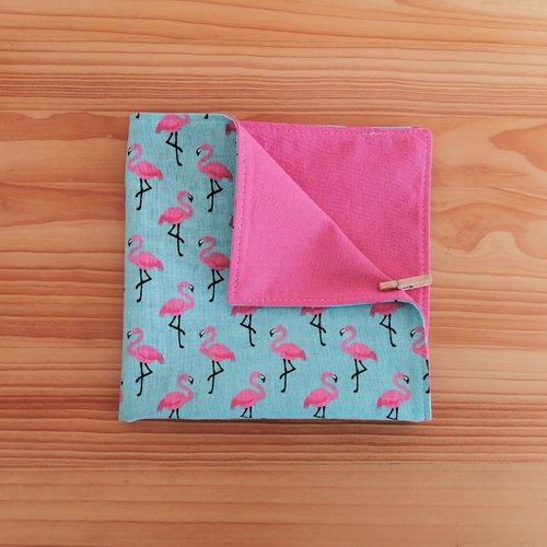 Serviette de table enfants doublée en tissu oeko-tex, fond bleu et flaments roses