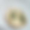 Boucles longues losange en laiton brut, perles chips en malachite
