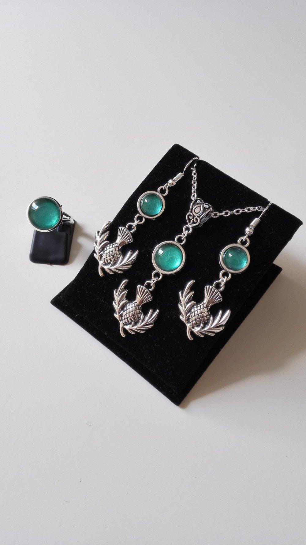 Miss Box Claire en Ecosse inspiration Outlander vert argenté féérique idée cadeau Miss Perles collier boucles d'oreilles et bague