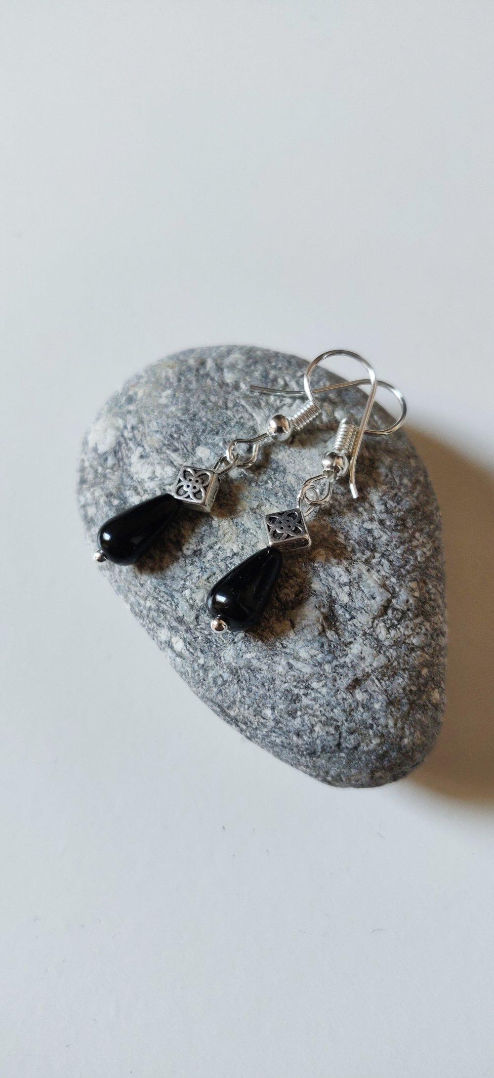 Boucles d'oreilles gouttes celtiques vintage noires argenté féérique idée cadeau Miss Perles