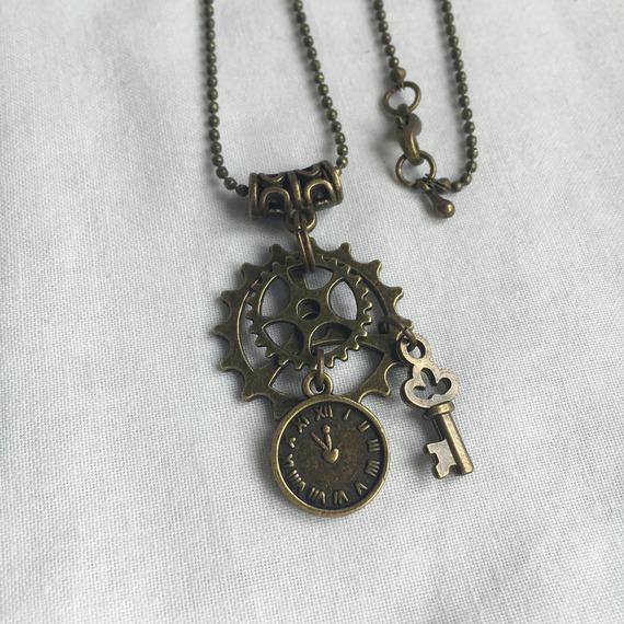 collier Steampunk  sautoir chaine  horloge vintage bronze engrenages féérique  Game of Thrones