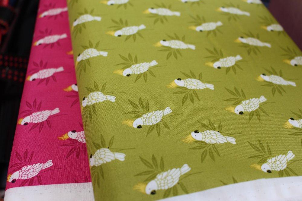 Tissu Coton qualité patchwork - Collection makover Monsoon - Cockatoo rose - 25 cm x 110 cm