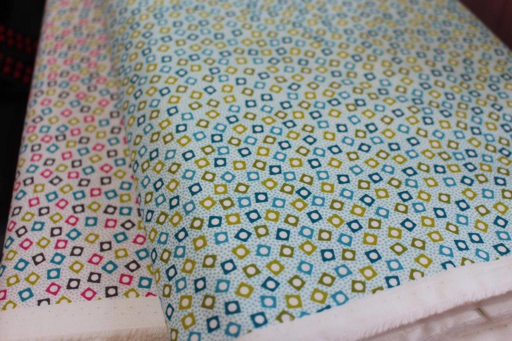 Tissu Coton qualité patchwork - Collection makover Monsoon - Square spot rose- 25 cm x 110 cm