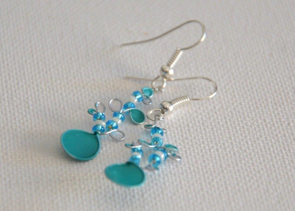 Boucles d 'oreilles en fil de fer et vernis