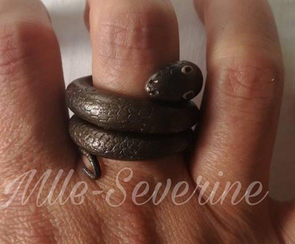 Bague serpent fait main pâte polymère
