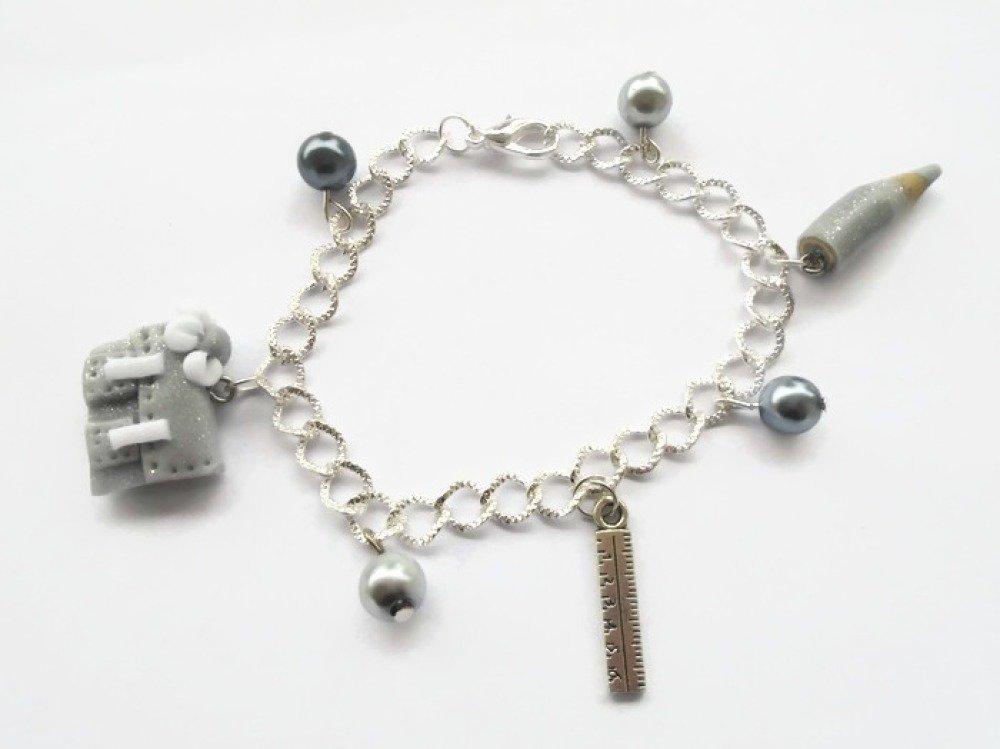 bracelet cartable et crayon maîtresse école