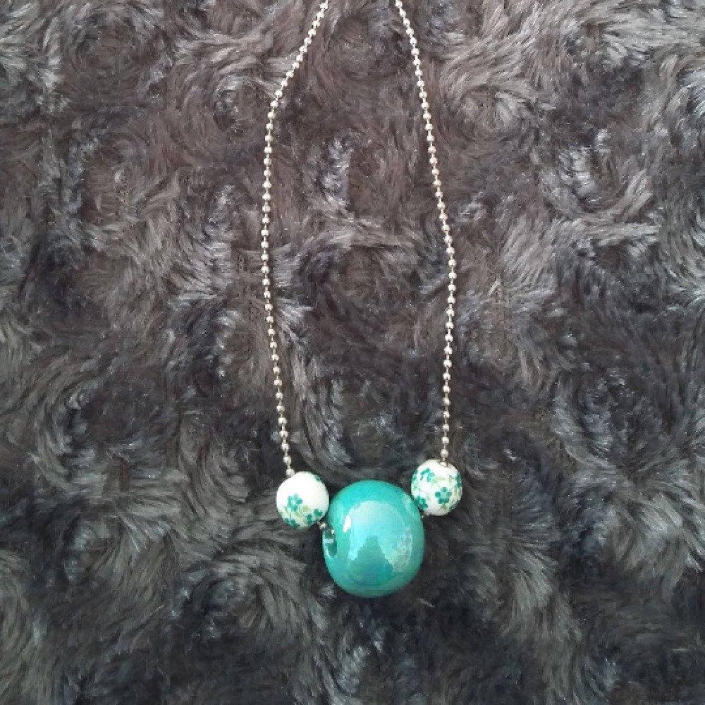 Sautoir perles vertes en porcelaine fleur