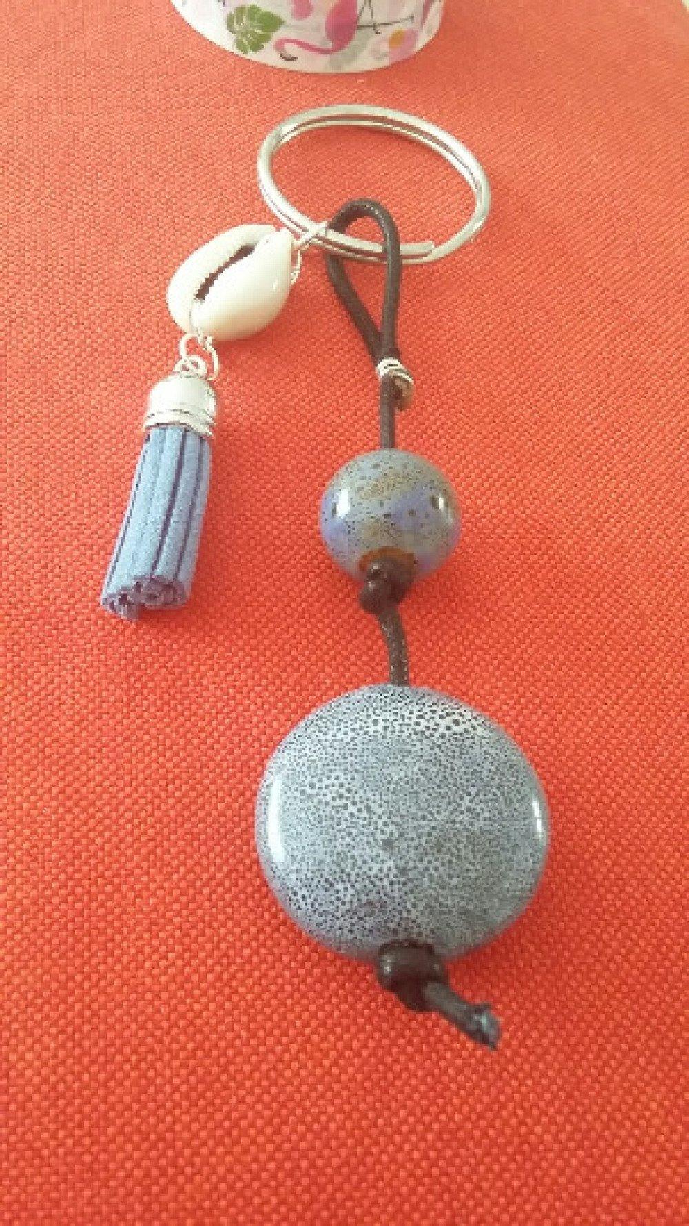 Porte-clé ou bijou de sac - pompons, perles et coquillage