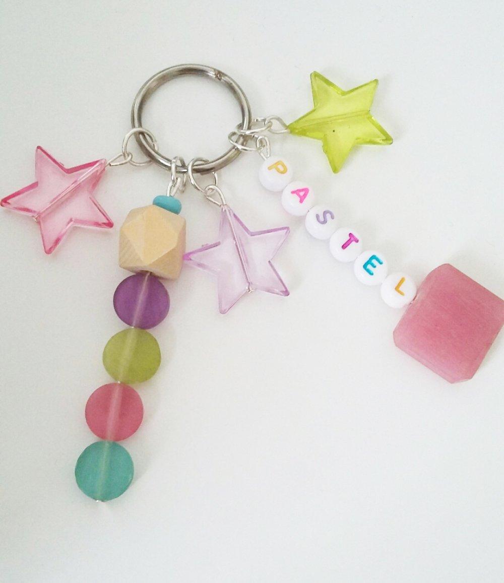 Porte-clé ou bijou de sac - pastel, perles, bois, étoiles