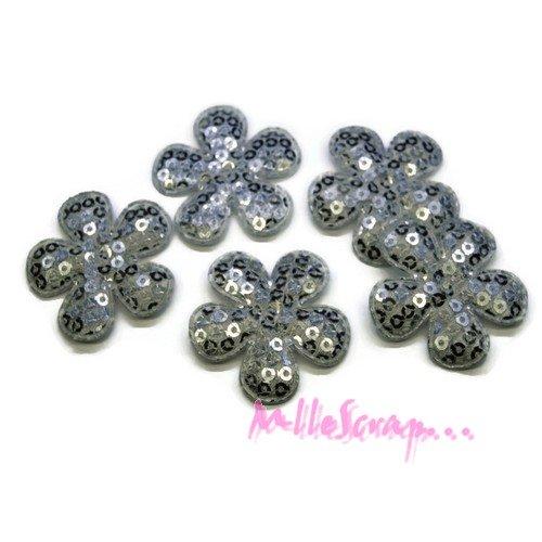*lot de 5 fleurs tissu sequins argenté embellissement scrap, carte, couture(réf.310).*