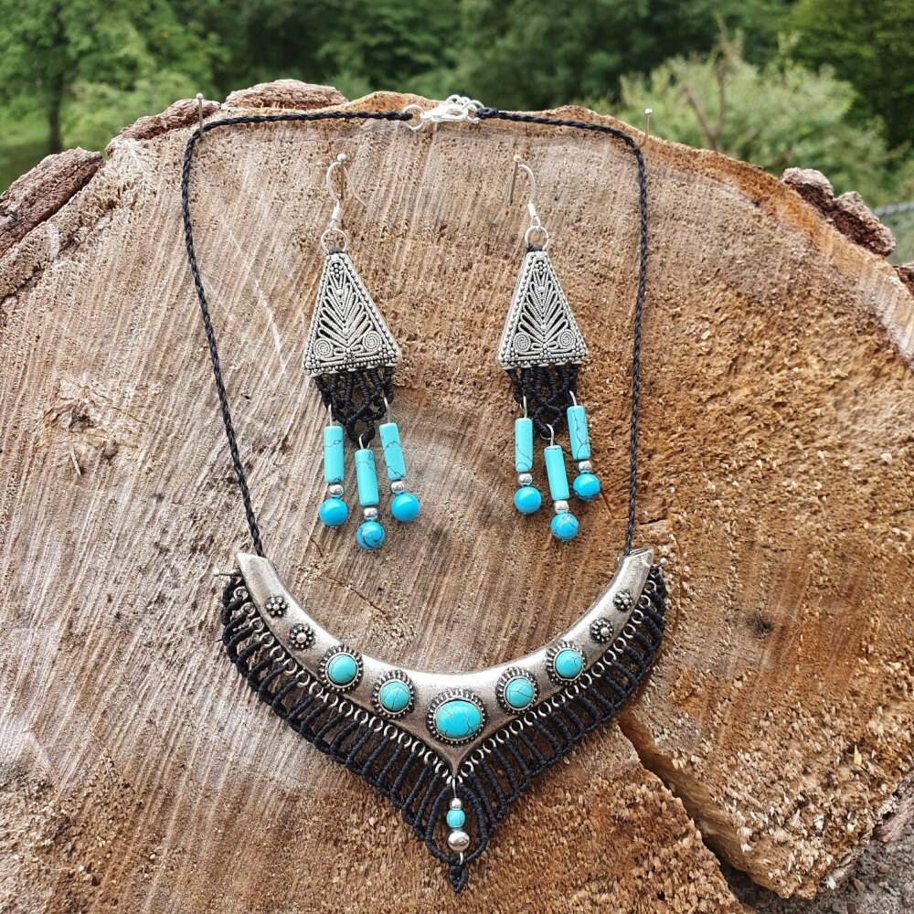 Parure Boucles d'oreilles et Collier plastron ethnique Micro-macramé, Howlite teintée turquoise, Tibet, Mongolie inspiration, Bohème