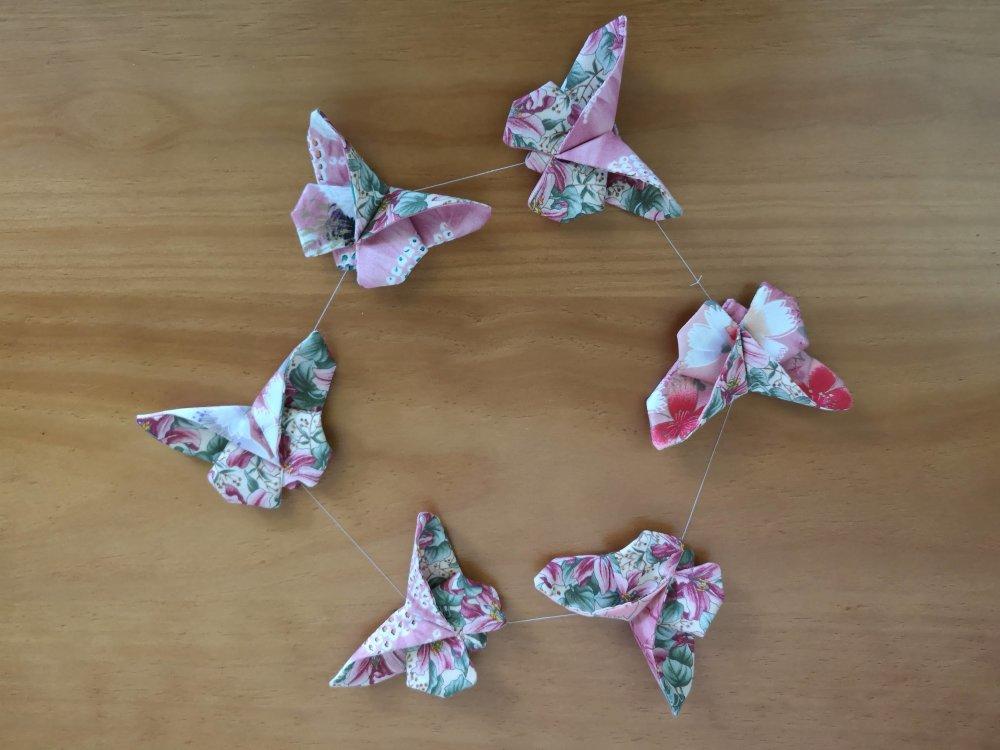 Guirlande de 6 papillons en soie et coton
