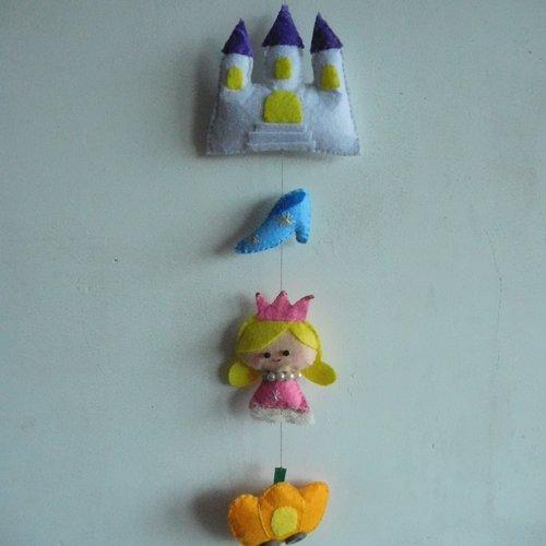 Guirlande en feutrine cendrillon, décoration chambre d'enfant