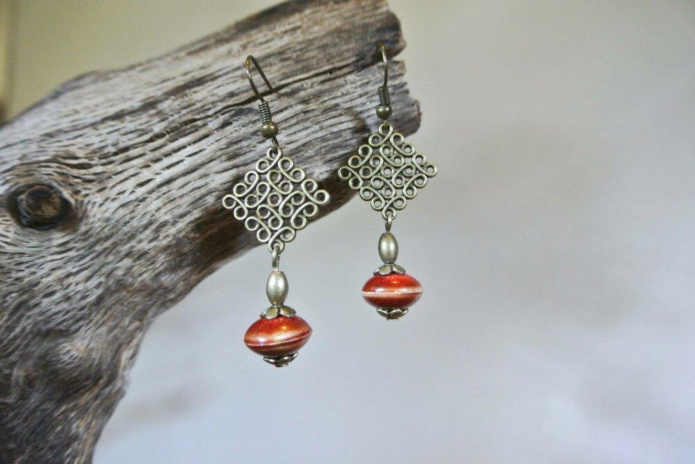 Boucles d'oreilles perle céramique brique sur support losange effet fil enroulé bronze, crochets hameçons
