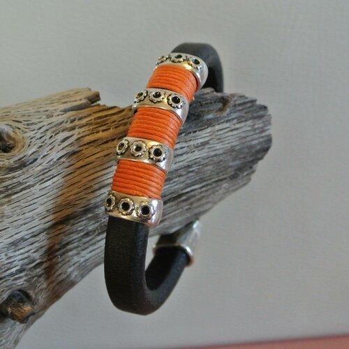 Bracelet homme 19,5 cm cuir noir épais, cordon coton orange, perles métal argenté, fermoir à clip