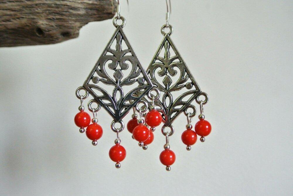 Boucles d'oreilles support losange art déco argent, perles 6 mm en corail teinté rouge, crochets hameçons