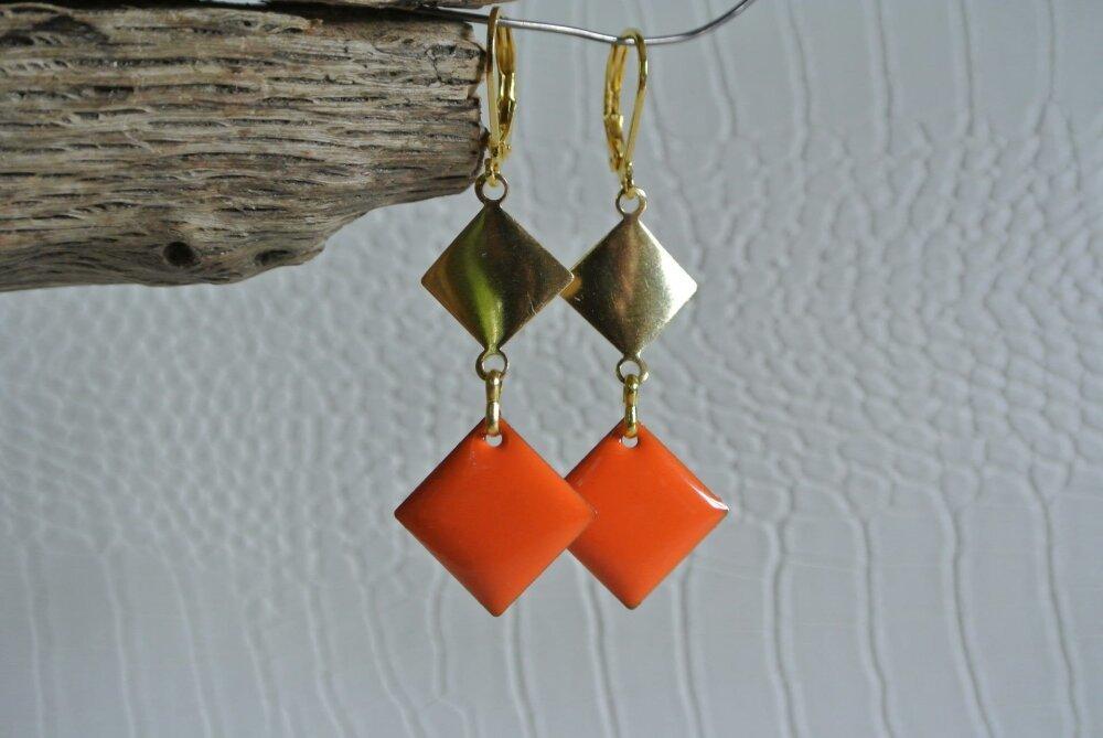 Boucles d'oreilles support losange doré bombé et breloque losange émail orange, crochets dormeuses