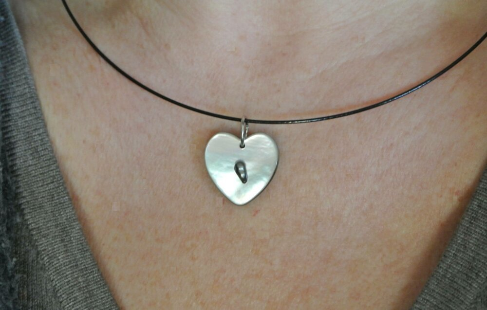 collier ras de cou pendentif coeur
