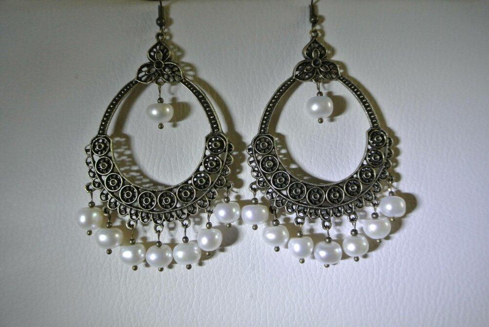 Boucles d'oreilles perles d'eau douce au beau lustre sur support forme créole, crochet hameçon bronze