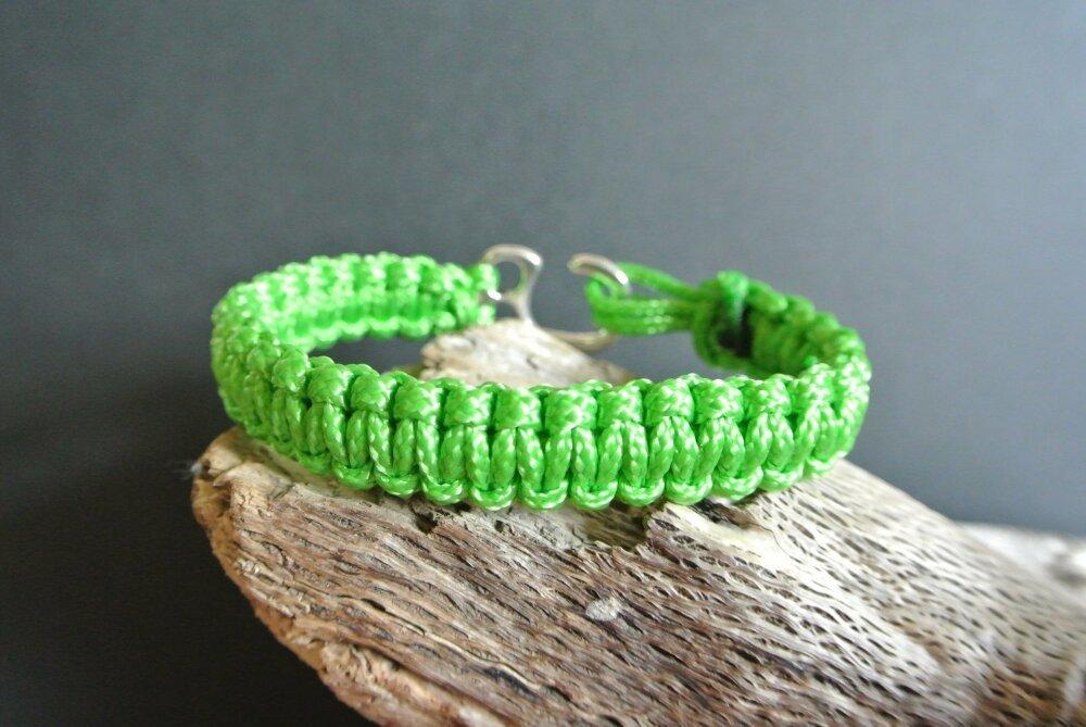 Bracelet homme 21 cm tressé polypropylène vert, largeur 15 mm, épaisseur 5 mm, fermoir métal argenté à crochet