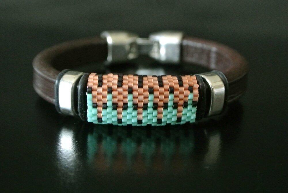 Bracelet homme 20 cm cuir regaliz brun tissage peyote saumon vert, fermoir clip