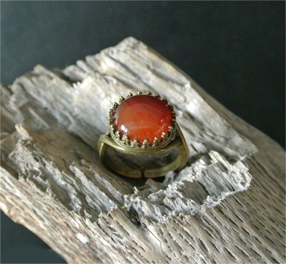 Bague ajustable cabochon agate orange marron sur support métal bronze antique, taille 58 mm (taille US 8 1/4)