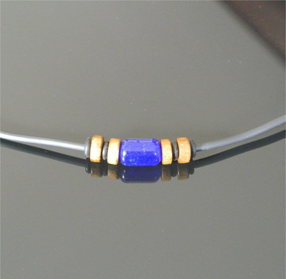 Collier homme perles bois et verre soufflé bleu sur buna cord noir 2,5 mm, longueur 48 cm, fermoir mousqueton acier