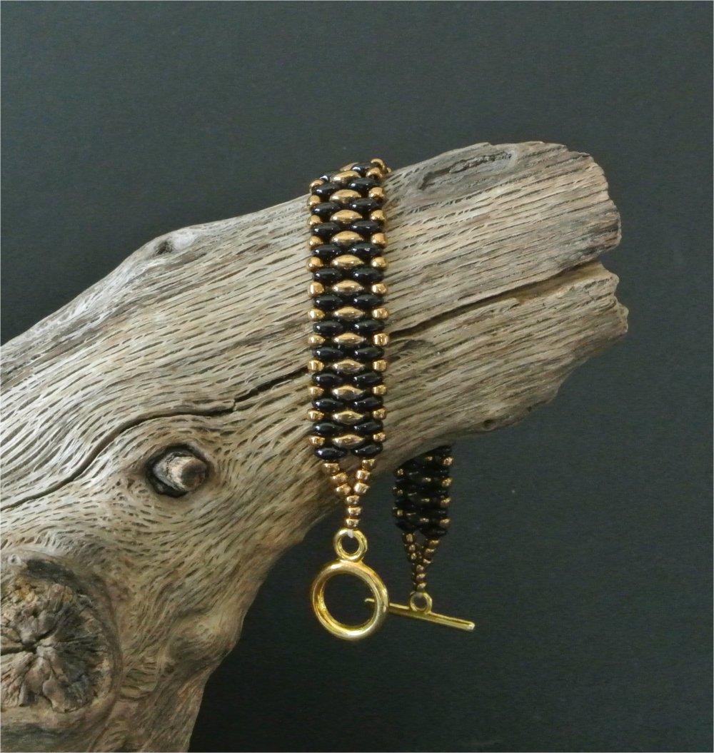 Bracelet femme 17,2 cm tissage 13 mm perles tchèques superduo verre noir encadrant des perles dorées
