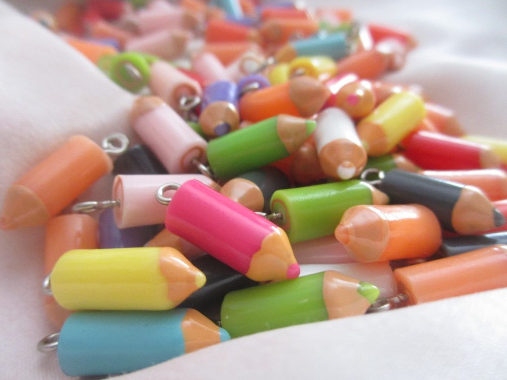 Breloque crayon de couleur,12 pièces