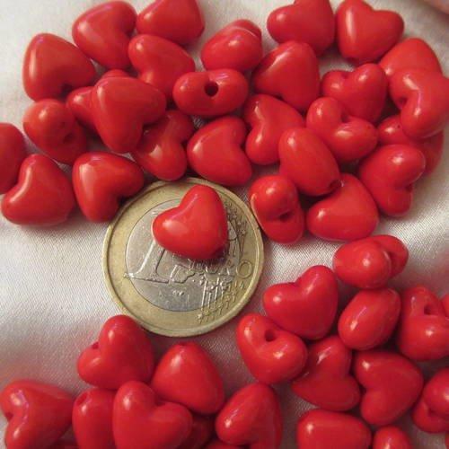 Lot de 100 jolies petites perles synthétiques(acryliques), forme coeur, ton rouge,11mm*10mm