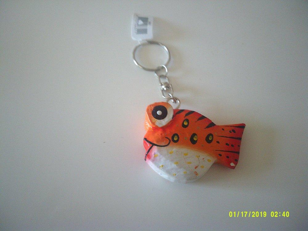 porte clé poisson en bois de couleur orange - peint à la main