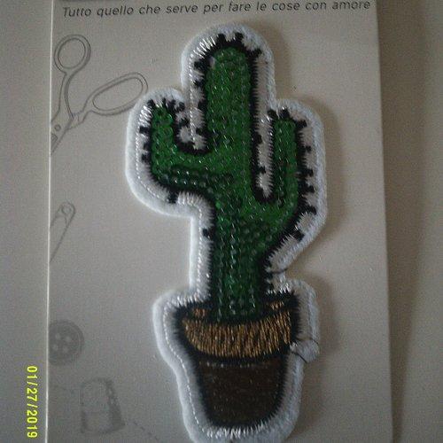 Motif adhésif à coudre représentant un cactus dans son pot