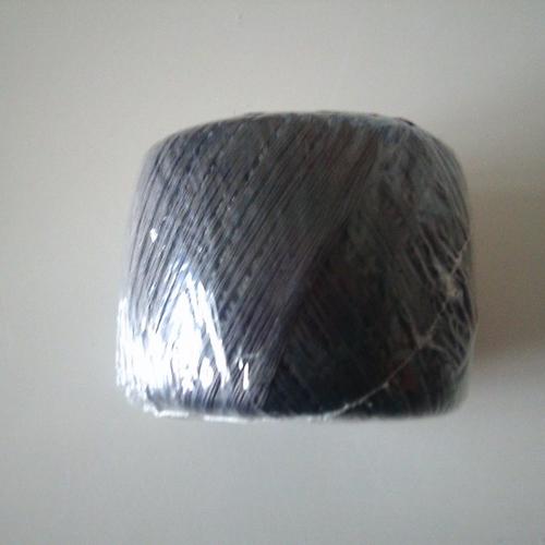Bobine de fil à repriser - de marque créa pecam - 10 grammes - 4 x 75 m - prune