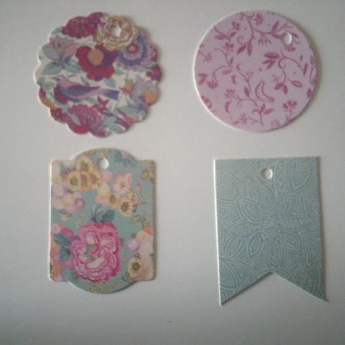 Lot de 8 étiquettes en carton imprimés fleurs  - 9,3 cm x 9,3 cm