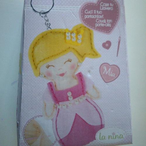 Kit pour la fabrication d'un porte clés en feutrine - princesse mia - la nina