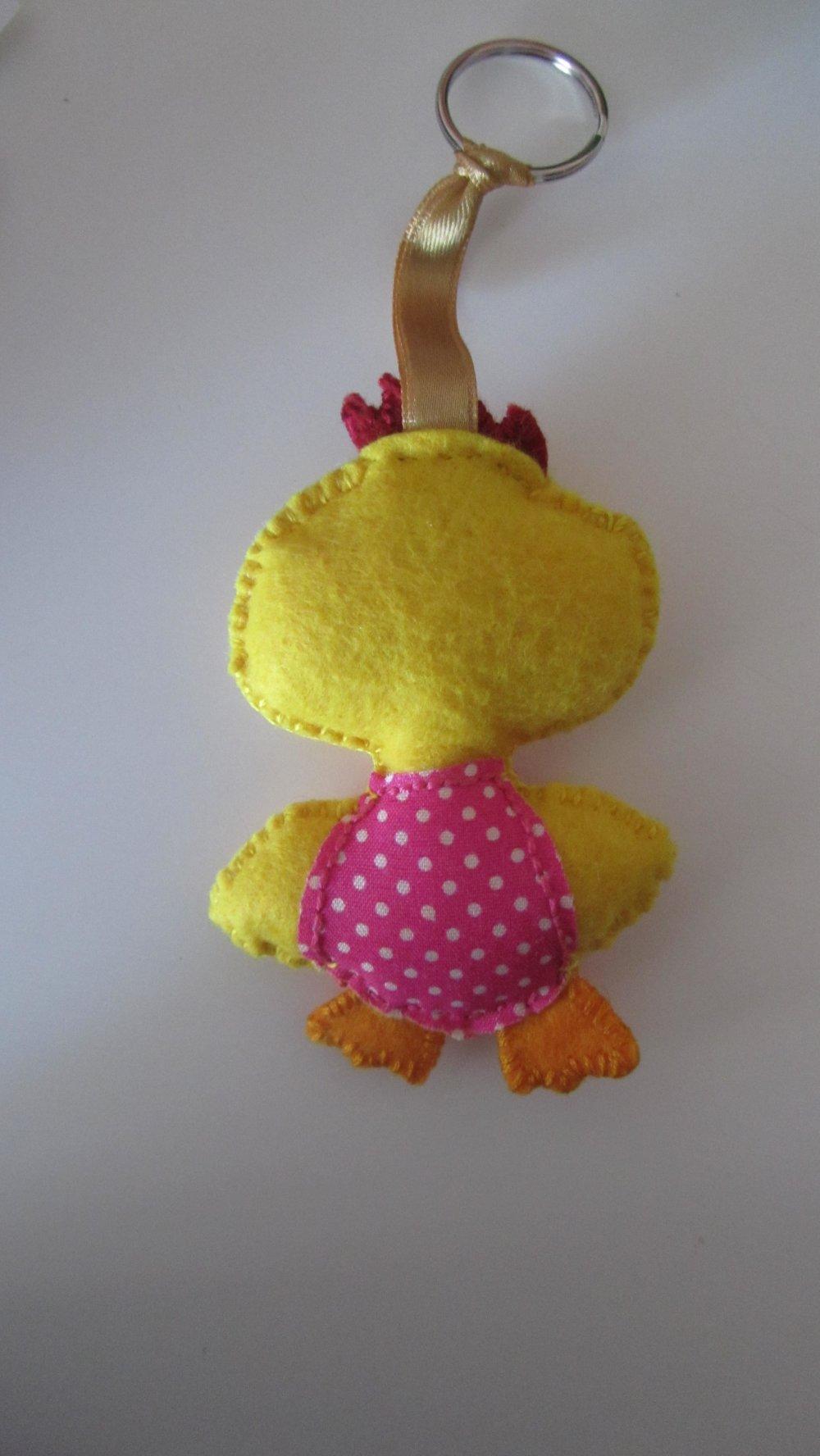 porte clés en feutrine représentant un poussin jaune