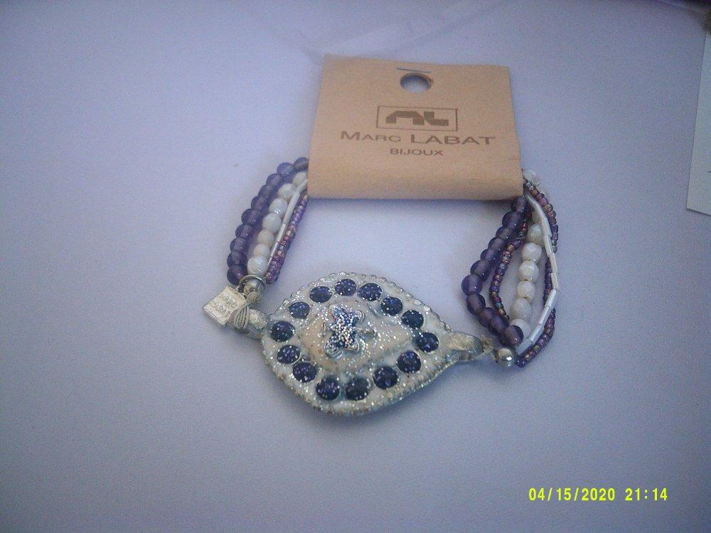 Marc Labat bijoux très joli bracelet avec médaillon et 5 rangées de perles